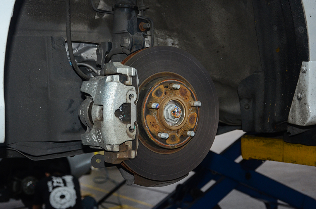 比亚迪秦DM改装TEI Racing P40NS刹车套件