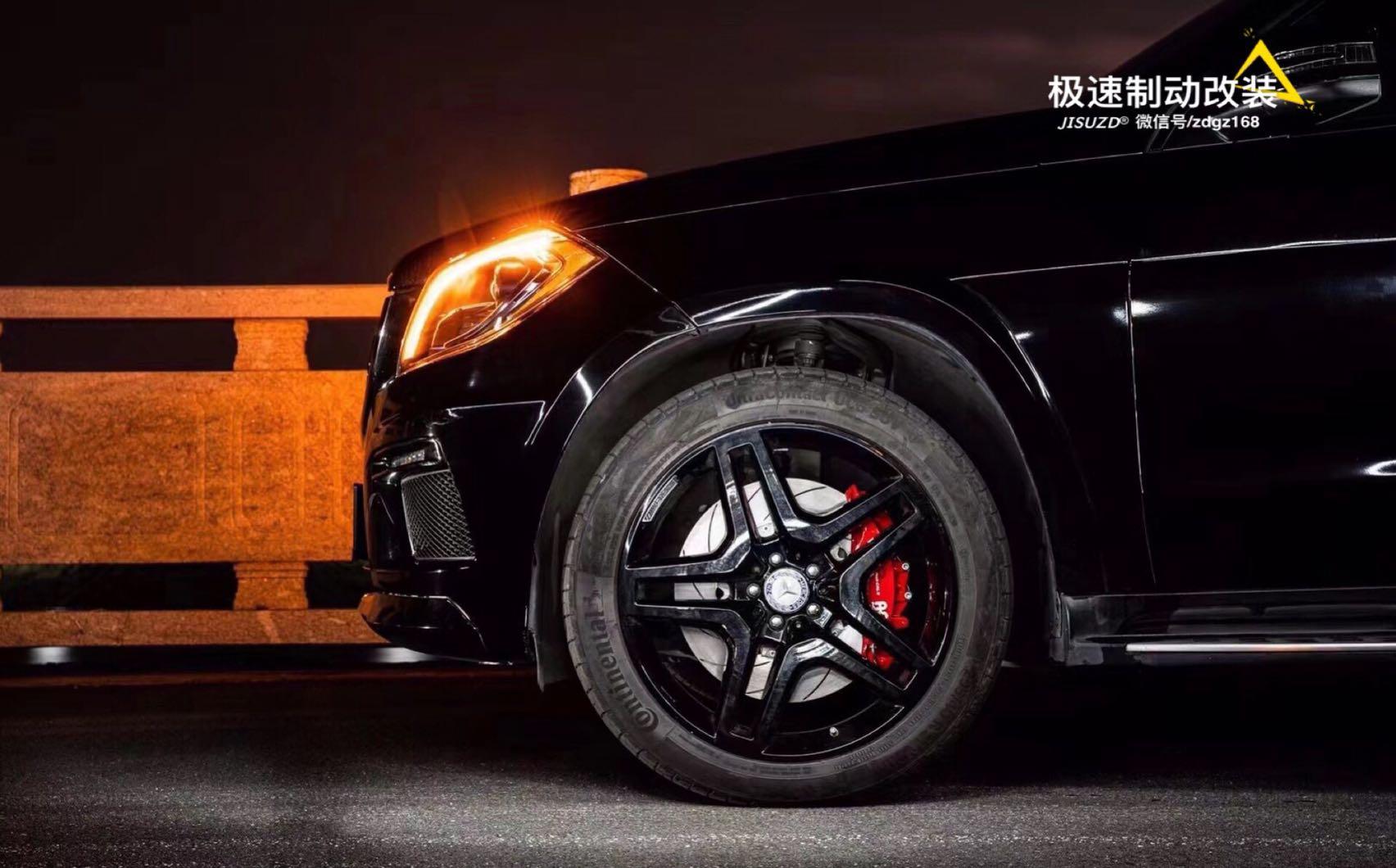 奔驰GL550  刹车升级AP9560六活塞卡钳,搭配390mm划线盘
