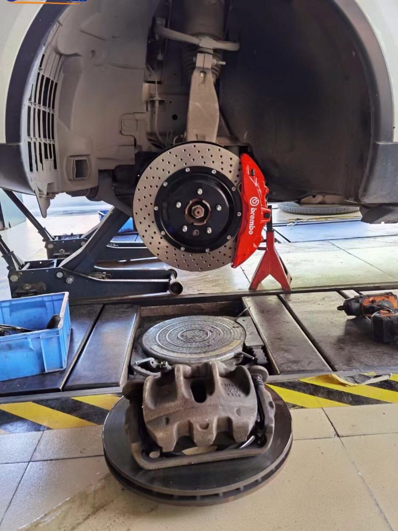 路虎发现五刹车升级Brembo V6大六活塞卡钳,完美安装、霸气制动  好用不贵系列、做真正的大?