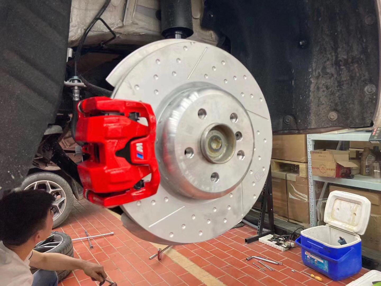 宝马新三系 g20 原厂mp前4后1刹车套件 原装位安装