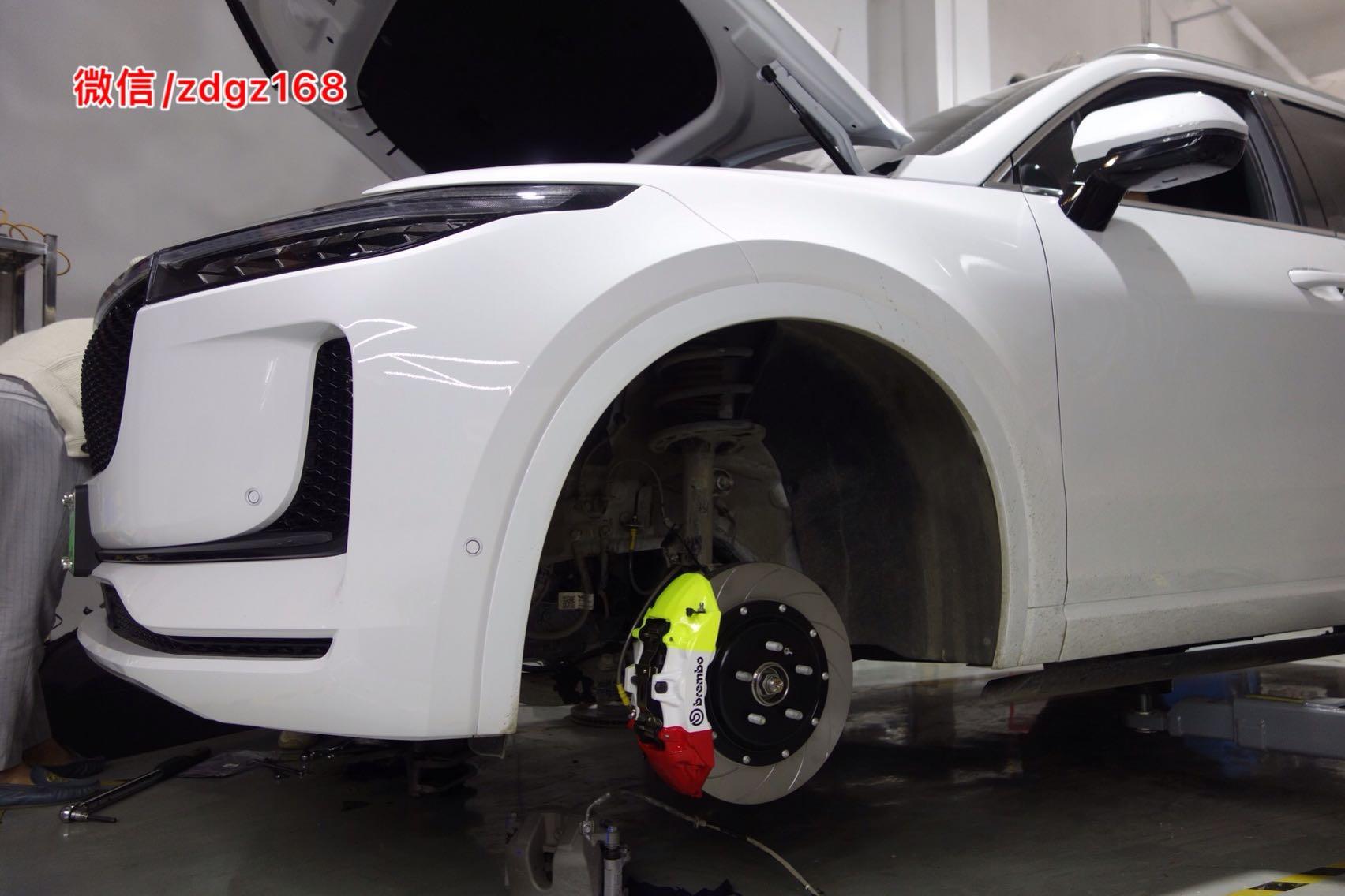 理想ONE 刹车升级 Brembo V6 定制三国色独特,完美!