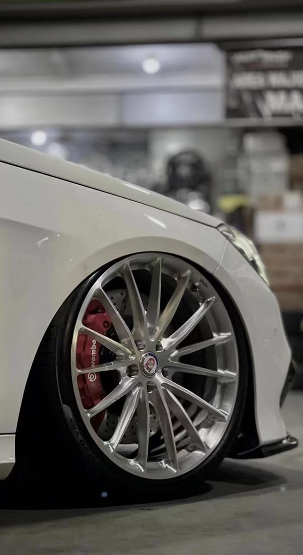 #奔驰E级W212 #AIRBFT气动避震套件 #美到窒息的低趴姿态[色] #铝合金硬管造型艺术