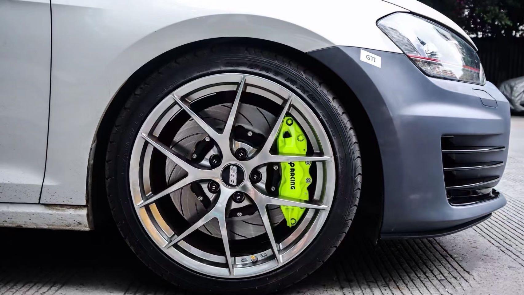 高尔夫GTI刹车升级AP9040大六活塞卡钳,荧光绿骚气逼人