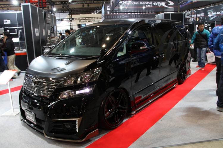埃尔法是丰田开发的豪华mpv,这种车型最适合的改装车风格高清图片