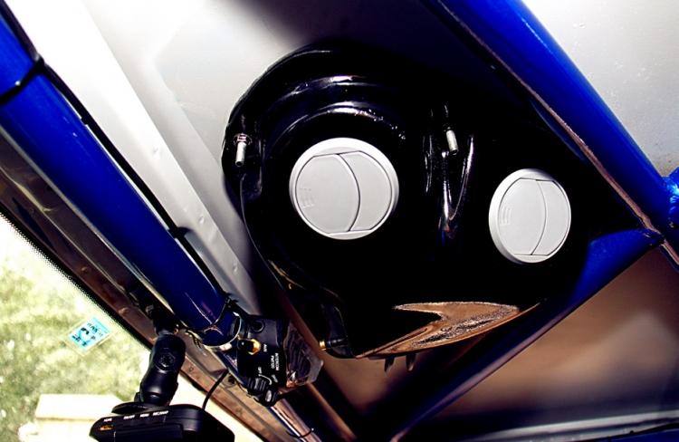 【改装项目清单(详细的配件及价格明细)】: 1. 底盘大梁加固 2. EVO整体轻量化车壳 3. 汽联标准防滚架 4. 德国BILSTEIN专业竞技氮气减震器 (7100系列4只,9100系列4只) 5. 固铂275 70R16MT轮胎6条 7.美国ATL170升防爆油箱,德国BOSHI油泵,进口高压油管 8. LD防沙板4块 ,铁锹2把 9.