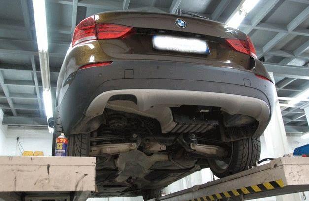 宝马X1改装四出原装位排气管高清图片