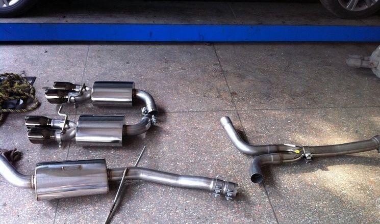 奥迪A4L改装四出排气管 超跑声浪 改装展示高清图片
