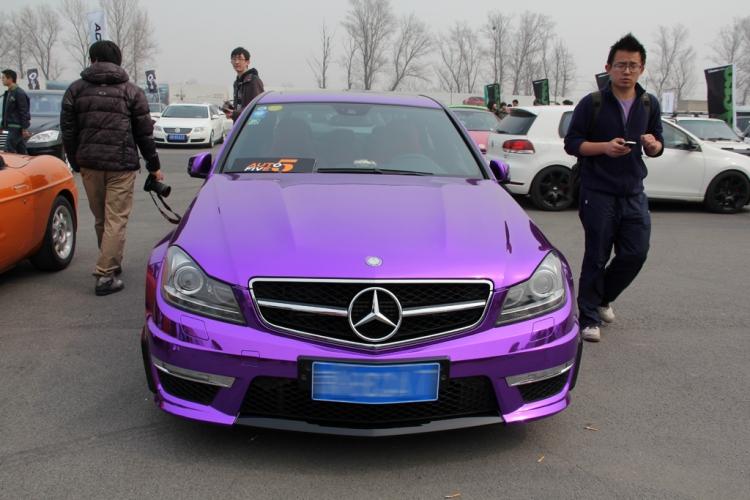 电镀迷情 奔驰c63 amg身披电镀紫衣 爱车捣腾 名城社区高清图片