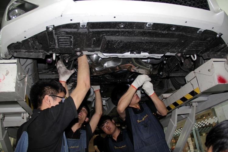 丰田86改装aspec全段排气作业 高清图片