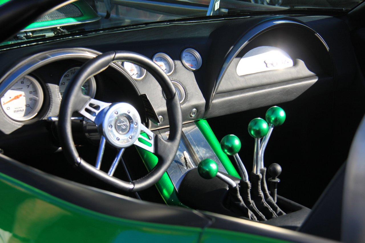 改装清单 全车电镀绿改色 改装方向盘 特色改装变速箱档杆