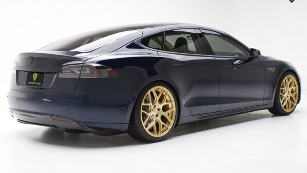 电闪雷鸣 特斯拉S改装车身让动感尽显高清图片