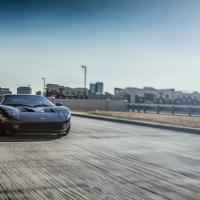 福特GT作为一款福特旗下为数不多的经典超级跑车,可谓汽车工程的一个奇迹,创下诸多辉煌战绩,成为了一个不可磨灭的传奇车型。而今年的SEMA展会,气动厂家ACCUAIR为大家带来了这款重量级的车型,并为其装上了ACCUAIR气动套装、HRE定制锻造轮毂,成为史上第一款气动福特GT,下面直接送上图片.