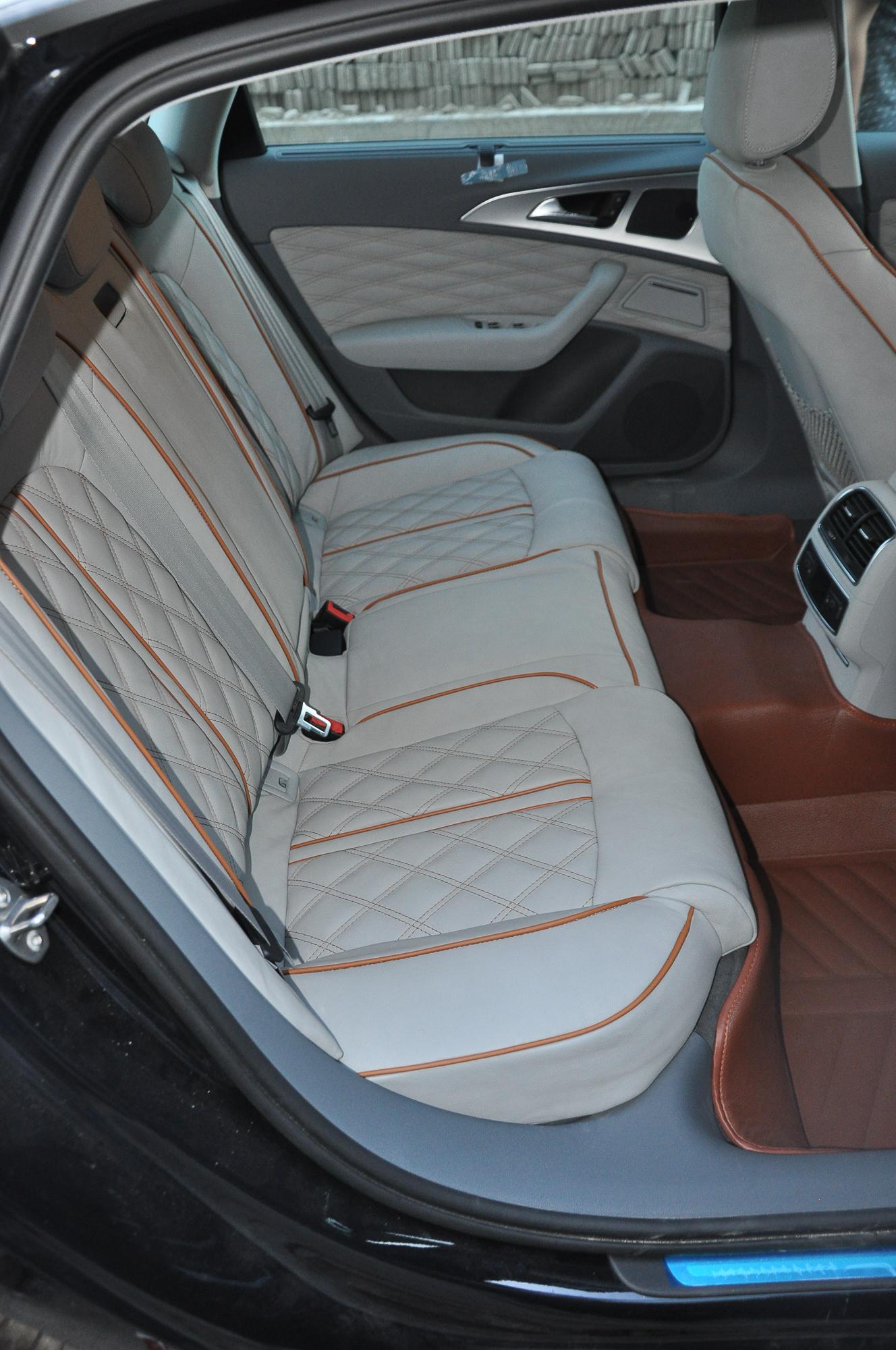 奥迪A6L汽车座椅包真皮内饰菱形格高清图片