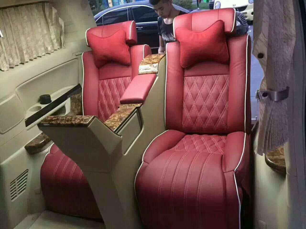 丰田兰德酷路泽改装航空座椅和吧台