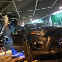 施工车型:东南DX7 施工项目:全车改色贴膜 施工品牌:??From膜蝶斯魔幻镭射黑