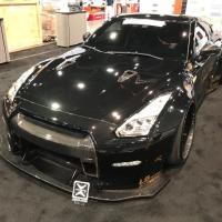 美国拉斯维加斯SEMA SHOW liberty walk Nissan GTR & Armytrix钛合金阀门排气系统,搭配黄金色尾嘴,土豪的味道[得意]