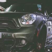 宝马MiNi刹车改装升级前轮Ap9040大六活塞刹车套装,后轮换一对加大盘!