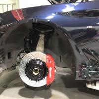 宝马5系安装brembo18z大六活塞刹车卡钳