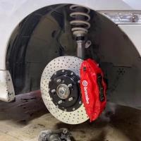 十代思域 刹车升级前轮brembo F50大四 355打孔碟盘,上车完美。