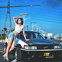 秋名山传奇美女车手出没 小心避让!