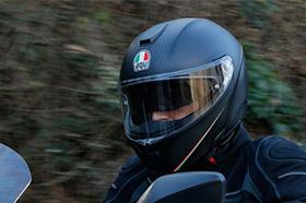 AGV推出全新碳纤维揭面盔