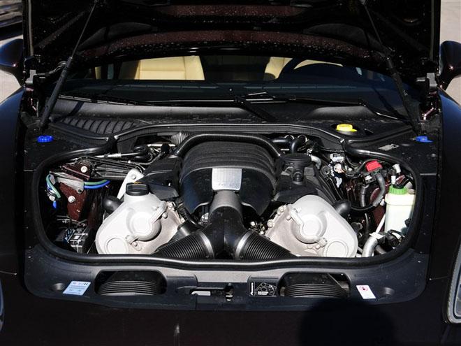 此外,最新上市的panamera platinum为后驱车型,而panamera高清图片