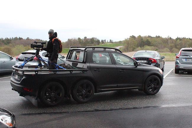 实际上,这台在沃尔沃哥德堡总部被发现的亚光六轮xc60是沃高清图片